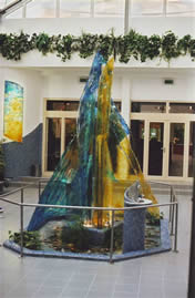 Thermalbad Beuk, Brunnen aus Kunstglas. Inox (1)