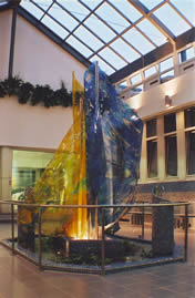 Thermalbad Buek, Brunnen aus Kunstglas. Inox